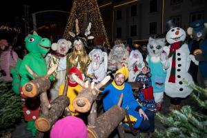 Dedek Mraz s spremstvom